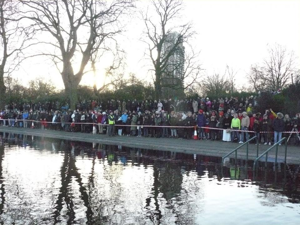 2019 crowds line the bank