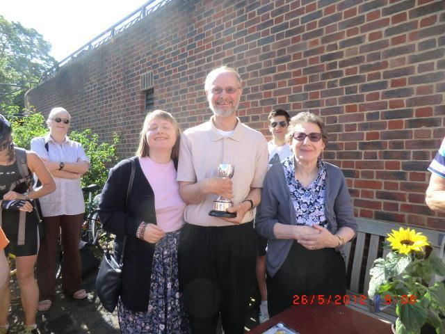 2012, Henrietta and daughter Theresa presented the cup to winner Andrew Fuller