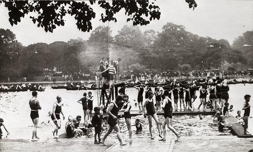 The Serpentine 'Lansbury Lido' 1930
